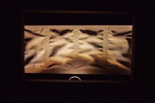 """Lichtboxen mit der Leuchte """"Trick"""" wurden in einem abgedunkelten Raum aufgestellt"""