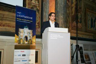 Begrüßung durch Emre Onur, Chefredakteur der Zeitschrift LICHT, einer der Veranstalter der Lichtwoche München